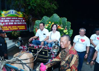 Tinggalkan Polsek Rungkut, Kompol Gede Diantar Kereta Malam