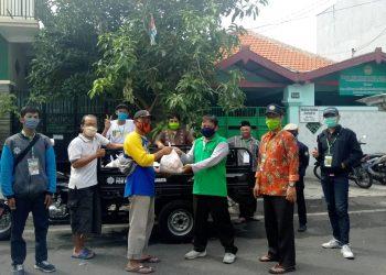 MCCC Krembangan Bagikan Sembako untuk Warga Gresik PPI, kelurahan Kemayoran Surabaya
