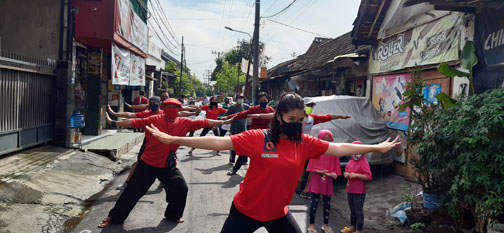 Penari Gito Maron Pimpin SENAM MENTARI NUSANTARA di Karangrejo 3 Wonokromo, Surabaya