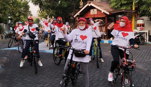 "Gowes Emak-Emak ""Kampung Wani"" RMB Surabaya"
