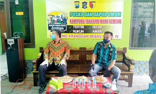 Ketua RW 01 Pancasila Kranggan  (Ridi Sulaksono) bersama Wakil Walikota Surabaya, Wisnu Sakti Buana, meninjau Kampung ZERO COVID-19