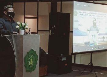 Kepala SMA Khadijah Surabaya, Mas Ghofar S. Ag, M.Pd.I, Senin pagi (13/7/2020) membuka MPLS secara daring di ruang LSBF (Laboratorium Seni Budaya dan Film) SMA Khadijah Surabaya, jalan raya Ahmad Yani no. 2-4 Surabaya.
